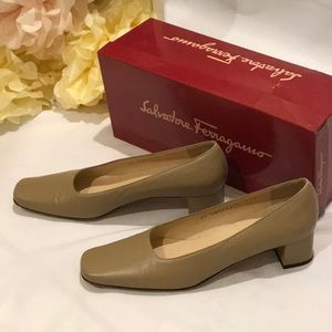 Salvatore Ferragamo Women's Shoes Heels Size 8 1/2